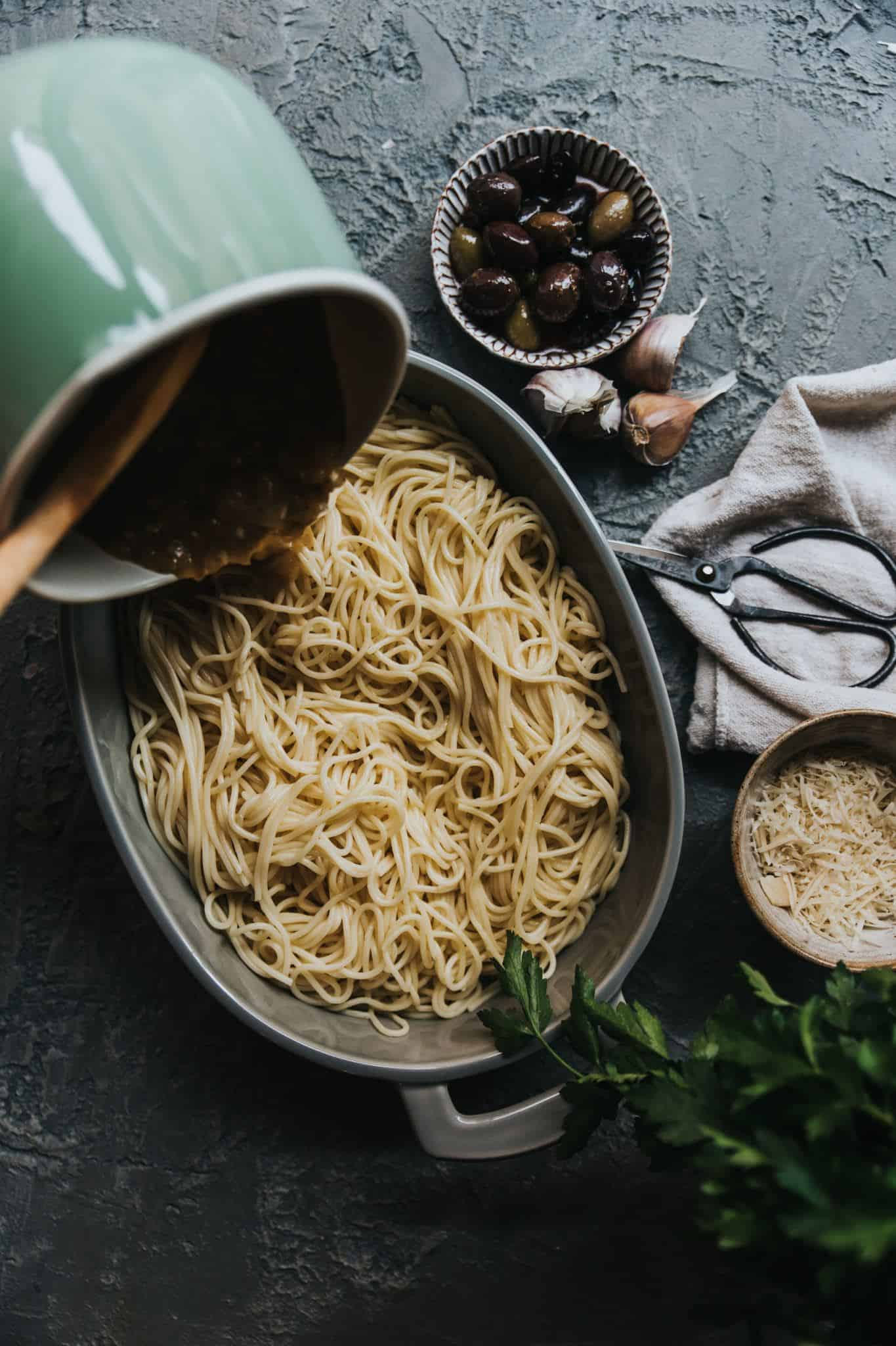 This super simple creamy garlicky pasta recipe is jammed with flavour, vegan, and perfect for the colder weather.