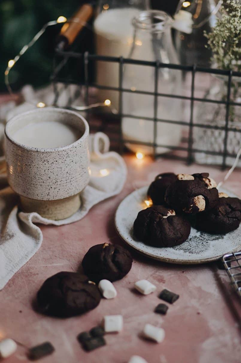 These double chocolate chunk marshmallow cookie cake pops or a vegan deserrt dream! Enjoy them the old school way with a tall glass of almond milk!