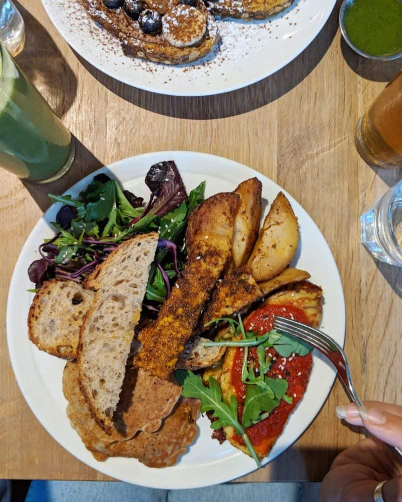 My latest adventure took me to Toronto, via Fly Swoop. For all my plant based friends, please enjoy this vegan guide to Toronto!