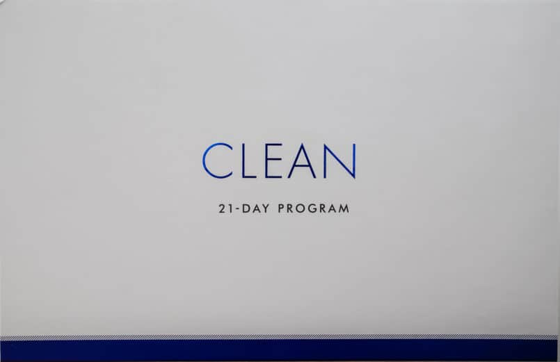 In 2019 I am starting the year off with Clean Program's 21 day challenge! These plant based salted caramel almond bars are perfect for their program.