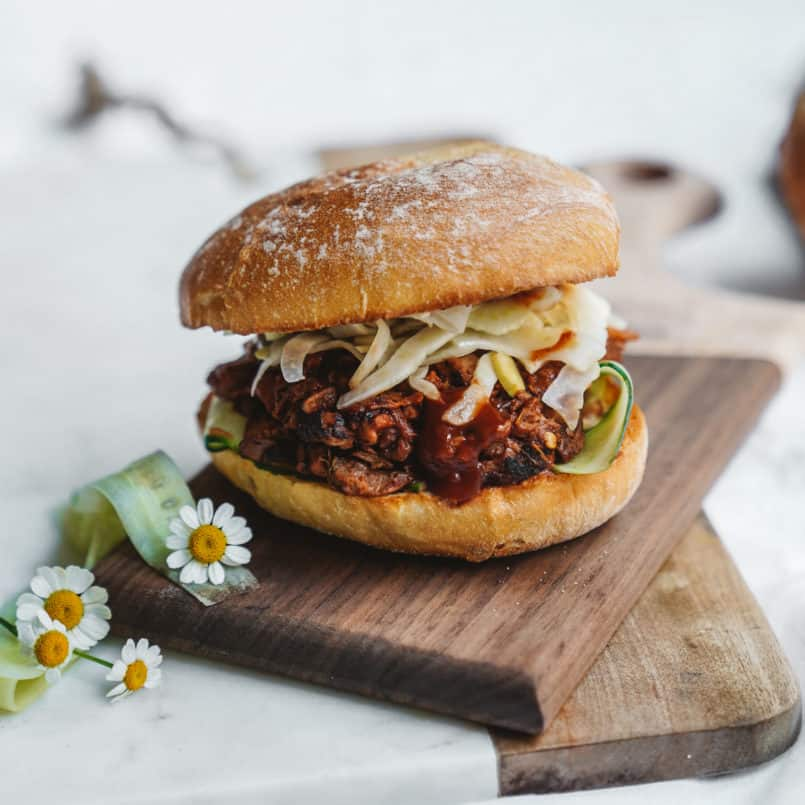 Backyard BBQ season is here, and I've got the perfect vegan pulled jackfruit BBQ burger with fennel slaw for you to share with family and friends.