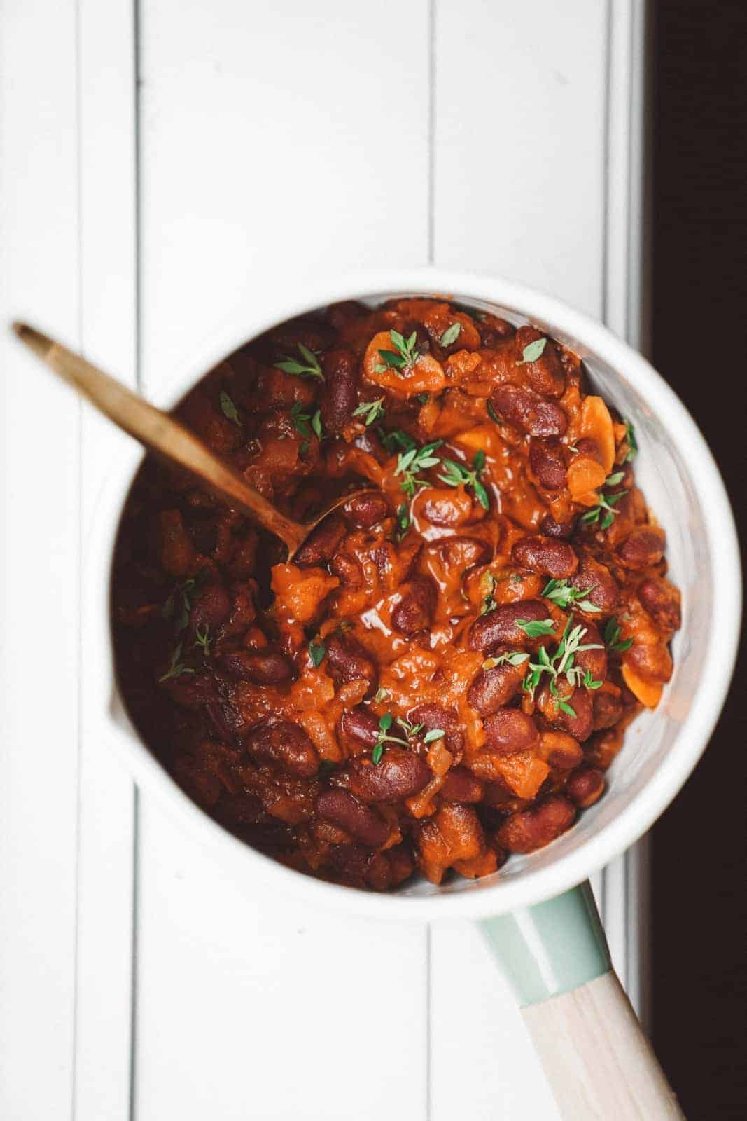 These one pot plant based baked beans are the perfect addition to any BBQ & are super quick & easy.